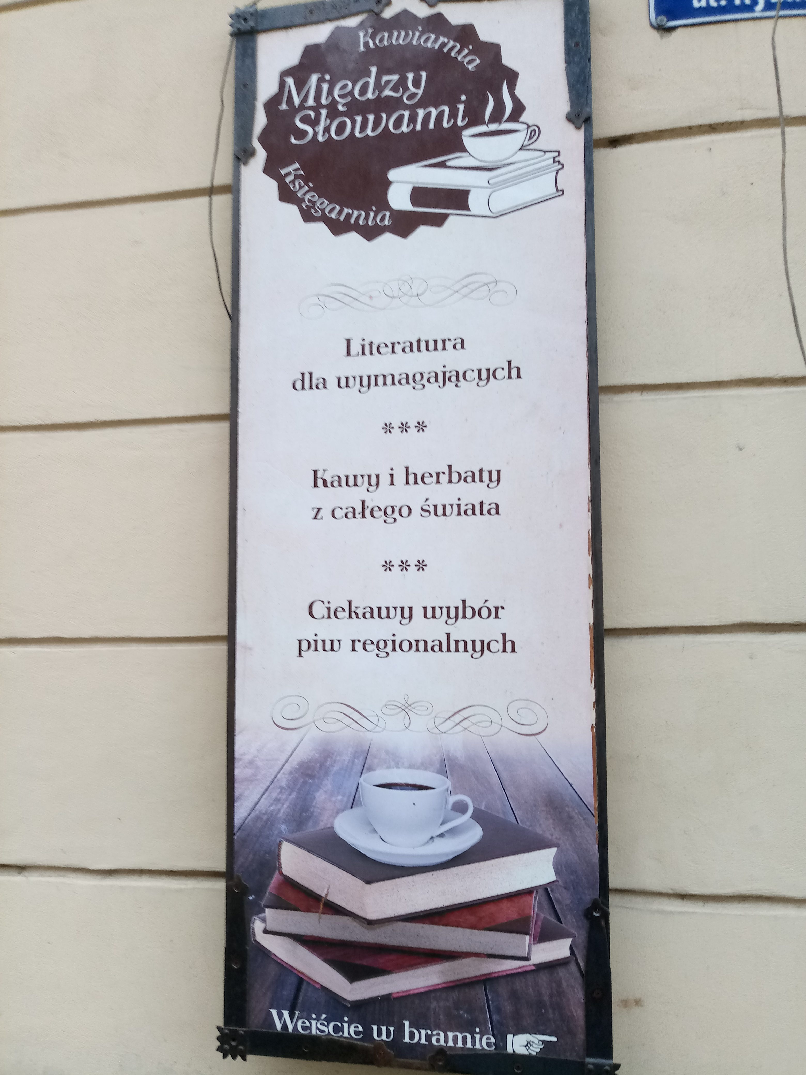 """Oczytany poleca: Księgarnia-kawiarnia ,,Między Słowami"""""""